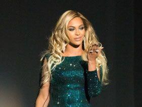 Beyoncé sparkles in London