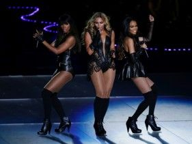 "Michelle Williams has featured Destiny's Child members Kelly and Beyoncé on her latest track ""Say Yes""."