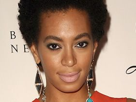 Solange defends Beyonce on Twitter