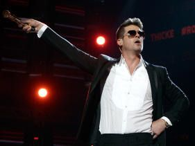 Robin Thicke thanks fans